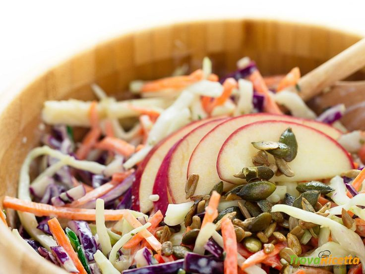 COLESLAW LIGHT – INSALATA di CAVOLO, CAROTE e MELE (vegan)  #ricette #food #recipes