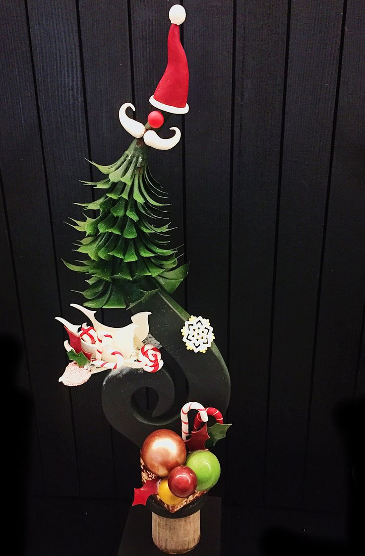 Christmas chocolate showpiece