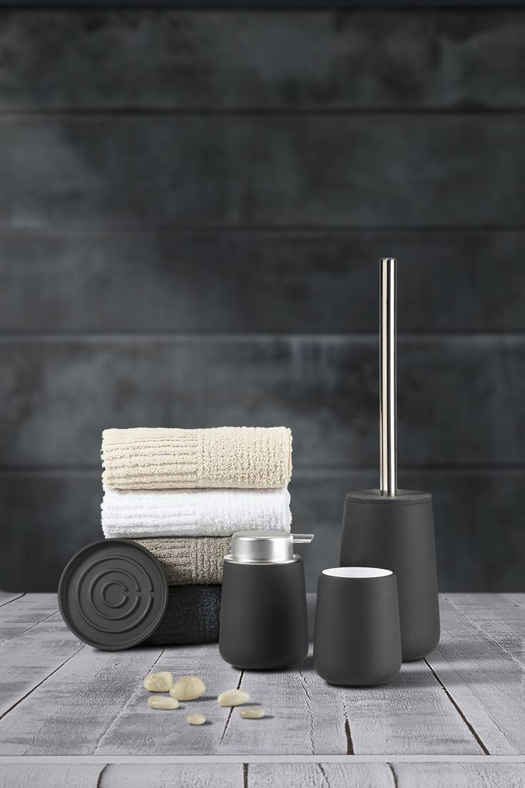 Zone Nova series in black with Classic towels