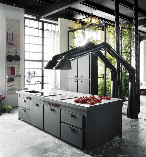 cuisine minacciolo et hotte scupturale qui dispose d 39 un. Black Bedroom Furniture Sets. Home Design Ideas