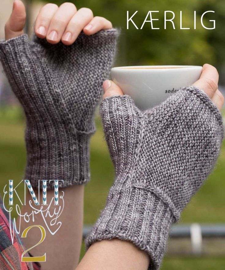 kaerlig fingerless mitts with an usual gusset construction