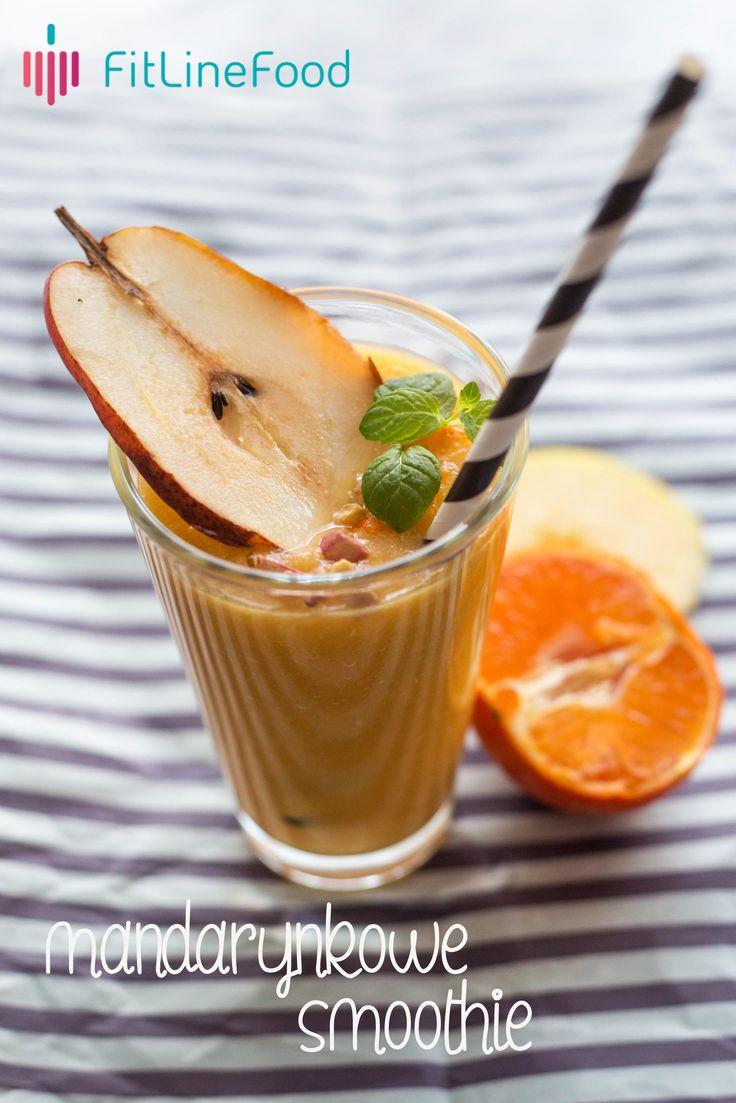 Jedno jabłko, jedna gruszka w połączeniu z trzema mandarynkami oraz odrobina soku pomarańczowego to smak mojego nowego odkrycia. Polecam, naprawdę pyszne. / One apple and one pear, paired with three clementines and a bit of orange juice is a taste of my new discovery. It's really delicious. Make one for yourself. www.fitlinefood.com