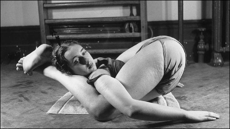 Jóga képek a balettiskolában | híres jóga fotók a 20. századból.