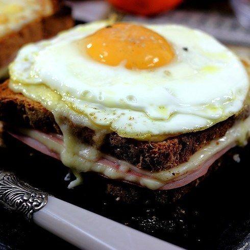 Prepara un desayuno parisino con un Croque-Monsieur y Madame. | 16 Deliciosas recetas de sándwiches tan fáciles que no te lo vas a creer