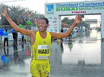 atletismo y algo más: 2719. Maratón de Dubai. Gebre perdió el millón por...
