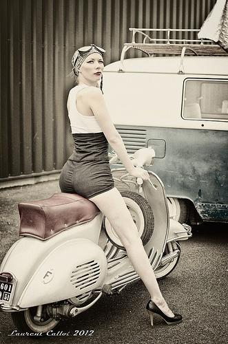 RETRO SCOOTER GARAGE: Vespa Girl
