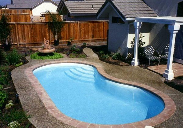Small kidney shaped swimming pool designs for small backyard space