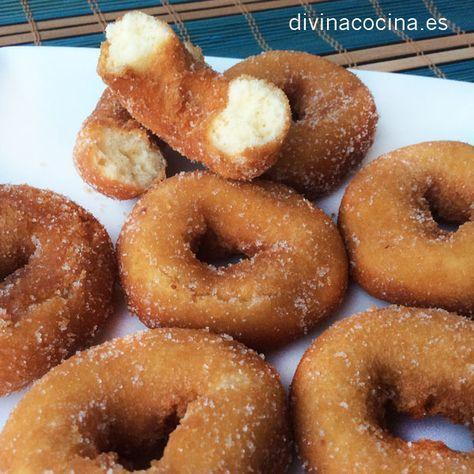 Roscos de la Abuela - 4 huevos, 8 cucharadas de anis castellana, 8 cucharadas de aceite de oliva, 10 cucharadas de azucar, 1 kg harina, 1 papeleta de levadura royal + 1 cucharilla pequeña. Mezclar huevo, anis, aceite y azucar + agregar harina mezclada con royal hasta obtener masa manejable. Freir con abundante aceite de oliva bien caliente. http://www.pinterest.com/todocooking/pan-pizza-y-bolleria/