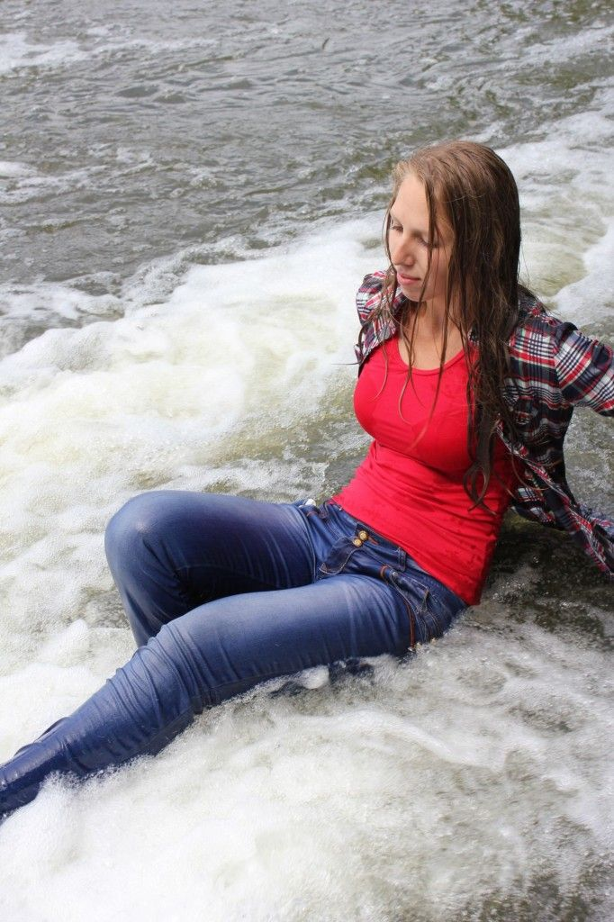 Red vest, shirt and jeans at the waterfall