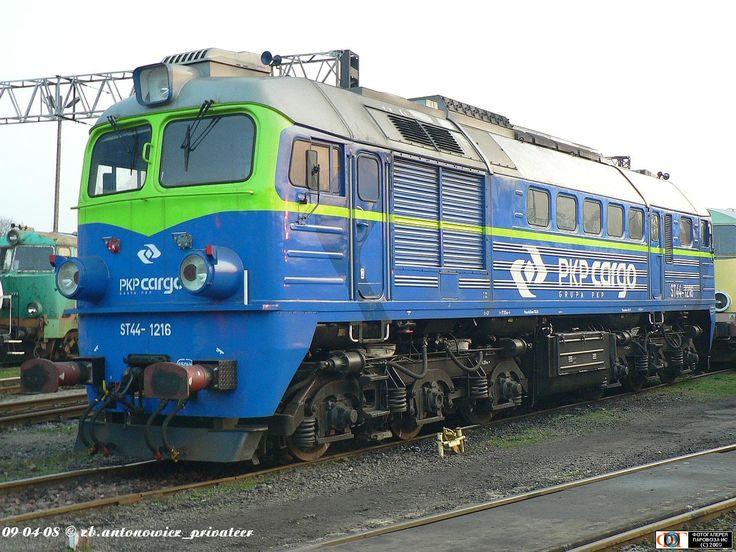 Тепловоз ST44-1216 (ТЧ Гдыня) в депо Щецинек, Польша