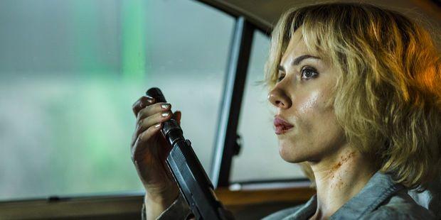 Lucy, film engagé replace les problématiques fondamentales
