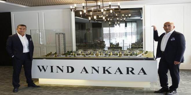 """Ankara'nın en prestijli lokasyonunda şehir manzaralı, huzur dolu bir yaşam Wind Ankara projesi ile hayat buluyor. Ankaralıların gözde lokasyonlarından birisi olan Çayyolu'nda hızla büyüyen Wind Ankara, keyif dolu ve konforlu bir yaşam sunuyor. Wind Ankara Yönetim Kurulu Başkanı Bünyamin Gelgeç Wind Ankara'yı, """"Konfor sağlayacak, mimari ve iç mimari anlamında her türlü unsur projeye entegre edildi. ..."""