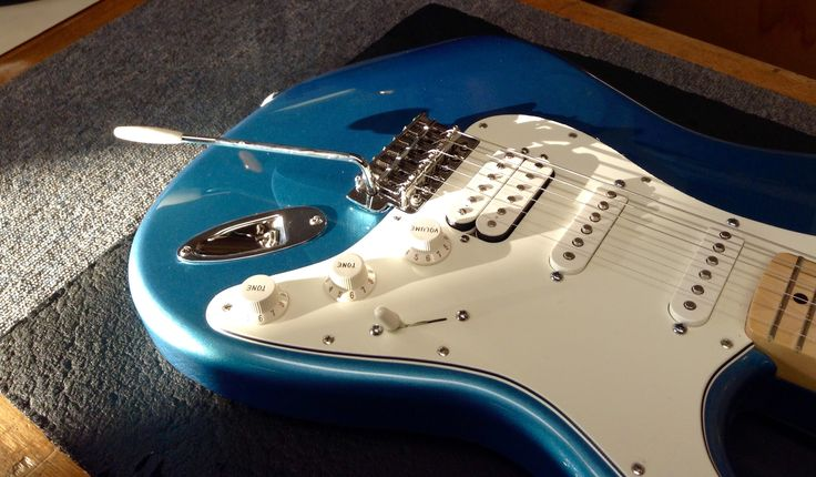 When the sun hits the Lake Placid Blue on the Fender Mexican Stratocaster the true beauty of this guitar becomes apparent. The Humbucker in the bridge allows this guitar to cover a wide variety of genres easily!