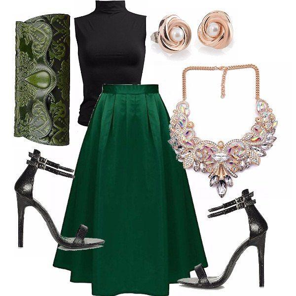 Metti una sera in cui vuoi sentirti una principessa ai giorni nostri. Ecco la mia proposta chic. Gonna in verde inglese lucida, top nero con collana importante per dare luce e piccole perle come orecchini, tacchi neri, pochette lavorata in verde, quasi una pochette regale, non trovate?