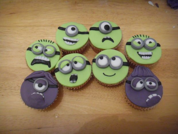 Despicable Me Minion cupcakes #recipe #decoration #dessert