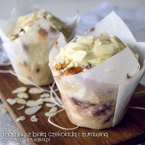 Przepis na muffinki z żurawiną i białą czekoladą - doskonały pomysł na świąteczne wypieki!
