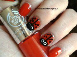 nail art coccinella