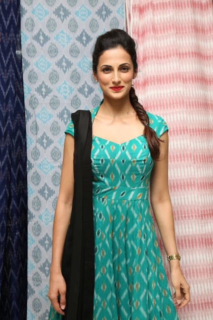 Indian Girls Villa: Shilpa Reddy Latest Photos At Pochampally IKAT Art...
