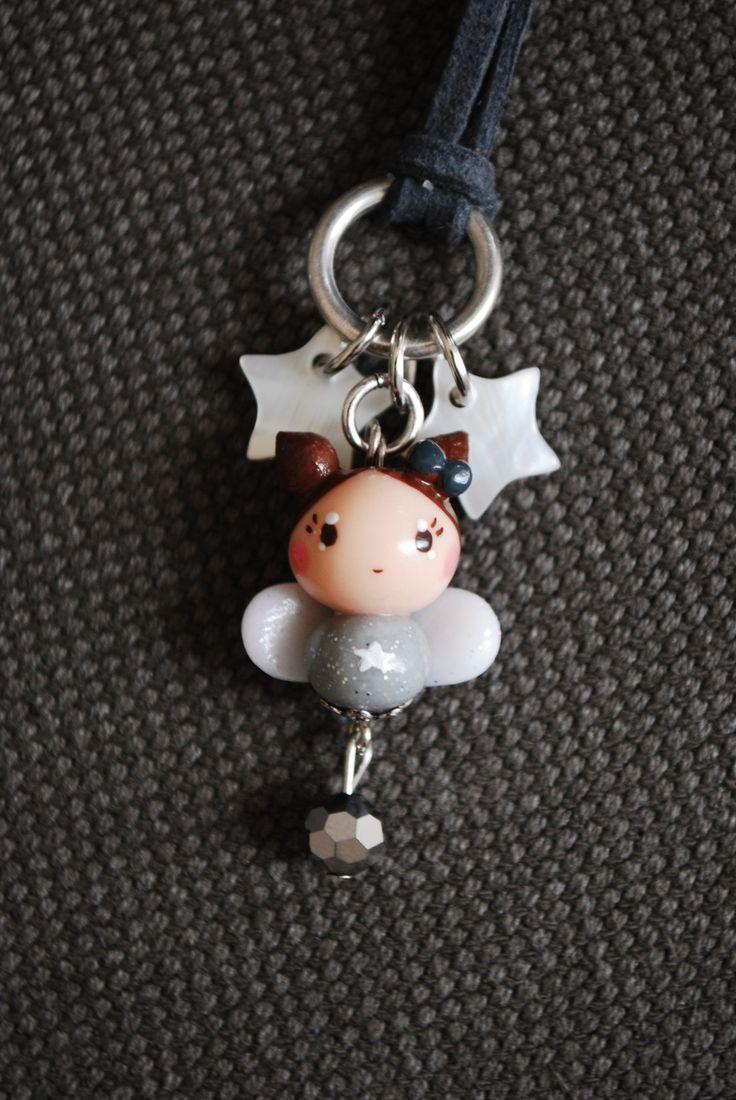 Collier mi-long en suédine grise et poupée ange ou fée fimo peinte à la main : Collier par fildanges