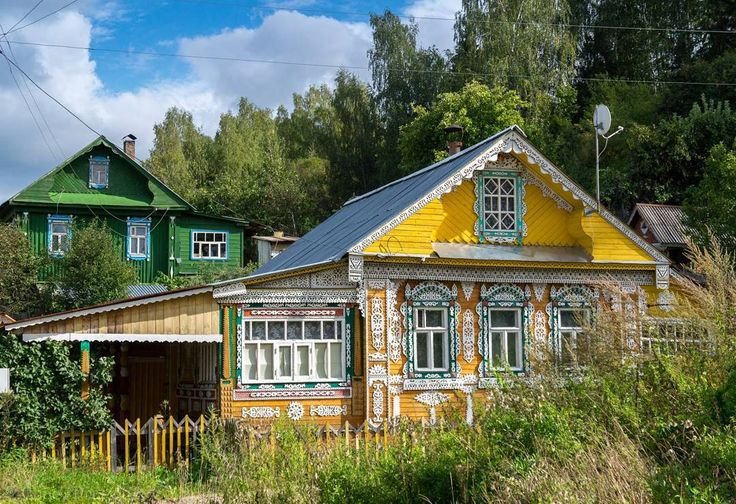 Этот жёлтенький домик есть почти во всех подборках по Плёсу. Теперь и у меня будет.  #плёс #деревянныйдомик