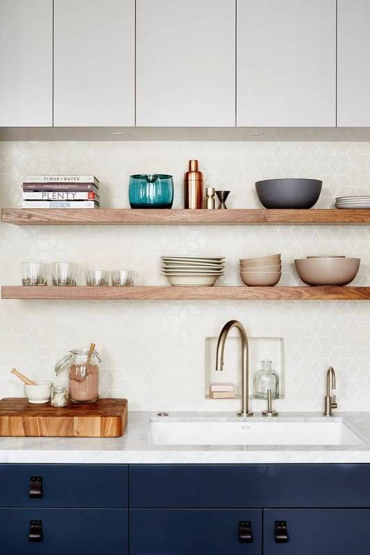 perfect open shelving in the kitchen