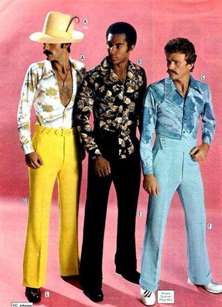 A moda masculina dos anos 70 – Calça boca de sino, muito colorida e estampada. O personagem  Agostinho de  A Grande Família, tem seu figurino inspirado nessa década
