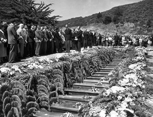 Funeral for Tangiwai disaster victims | NZHistory, New Zealand history online