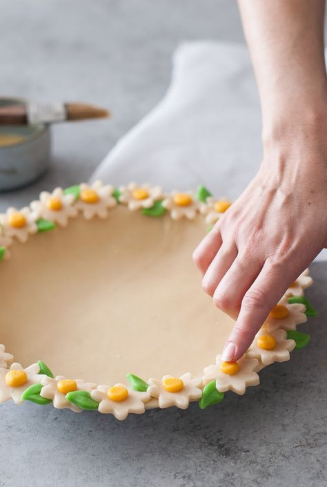 Daisy Chain Pie Crust Tutorial | Handmade Charlotte