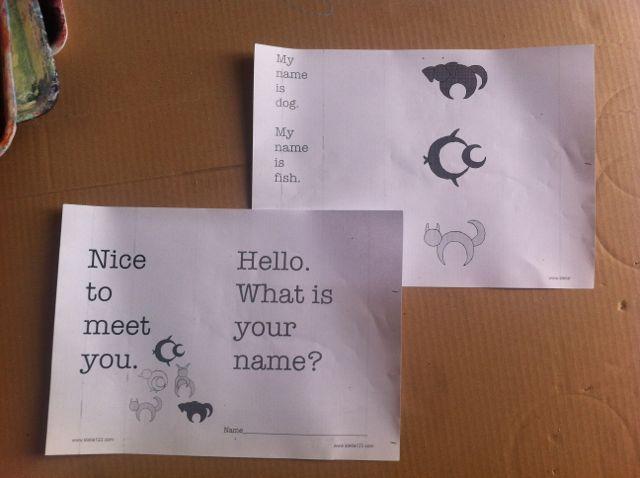 "#Insegna #inglese - la frase - ""What is your name?""  Fai un libretto con la frase, ""What is your name?"" e gli animaletti."