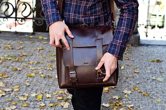 It's been a while since we had a whole day for crating new items so I will go ahead and start working on a new backpack and maybe designs a new convertible messenger/backpack like this one but in different leather. Stay tuned for more :) . . . . #bengjyminu #travel #wanderer #leatherbag #handmadebag #autumnmood #travelgear #leather #autumnoutfit #grungestyle #welltravelled #vintagebag #backpacking #traveltips #outdoor #traveller #bushcrafting #backpacking #backpacker #leathergoods #edc…