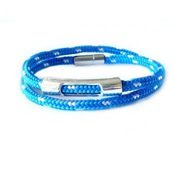Podwójna, męska bransoletka z niebiesko-białego sznurka.