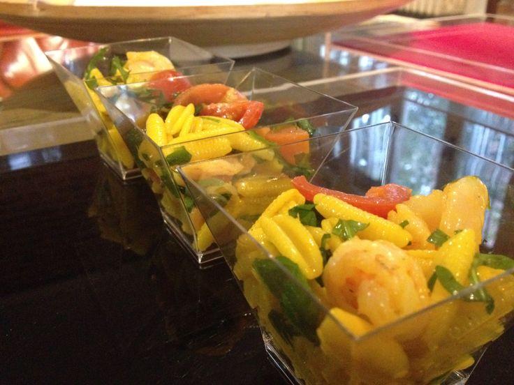 gnocchetti sardi allo zafferano con gamberi pomodorini e rucola in monoporzione - italian food, love italy