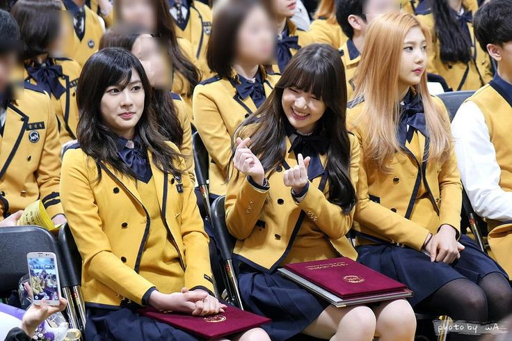 APink HaYoung, Girl Friend YeRin and Red Velvet Joy @ High School Graduation