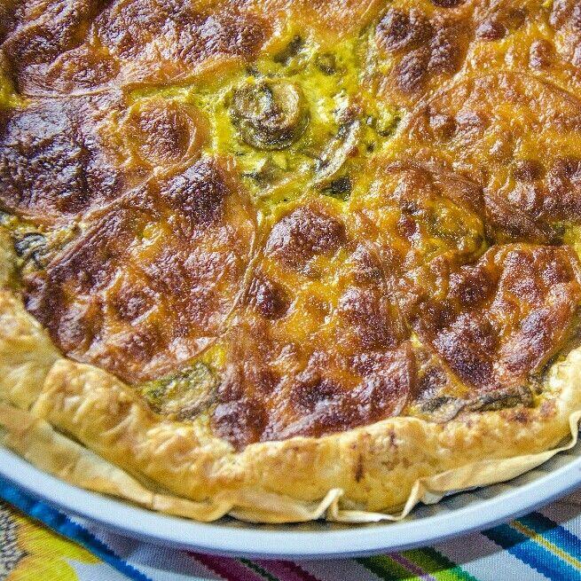 Tempo orrendo? Cosa c'e' di meglio che preparare una buona Torta Salata con Zafferano, funghi e scamorza usando il forno e riscaldando l'ambiente? ;D Ecco il link ->  blog.giallozafferano.it/ledomatrici/torta-salata-vegetariana-zafferano/ #ricetta #bloggz #giallozafferano #blog #foodporn  #tortasalata #zafferano  #funghi #scamorza
