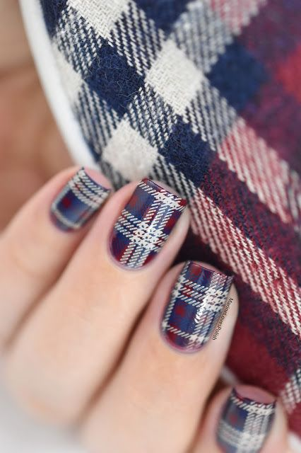 Marine Loves Polish Nailstorming Ortie à Mes Chaussures Plaid Nail Art Video Tutorial Nails Tartan Moyou Midnight Madness Cafe