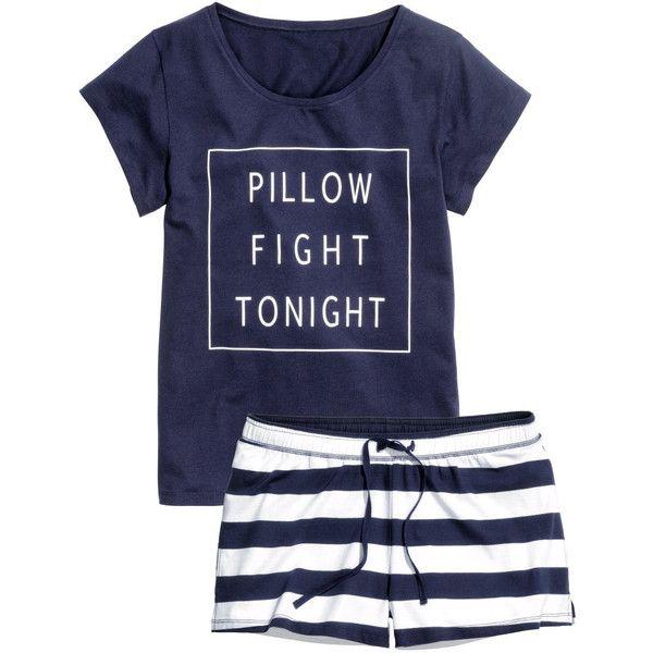 Sobre todo usar pantalones cortos de pijama en mi desgaste de ocio, especialmente cuando estoy en la casa. Mis pantalones cortos de pijama son sólo calzoncillos, pero al menos son cómodos. También usar camisetas o blusas cuando estoy en la casa.