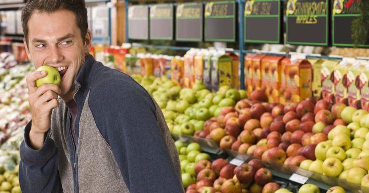 """La dieta del engaño para perder peso. El texto """"The Cheat to Lose Diet"""" (Dieta de engaño para perder peso) escrito por Joel Marion (ex campeón de Life Champion) ofrece un nuevo giro a su antigua rutina para bajar de peso, el engaño. Al permitirte a ti mismo un """"día de engaño"""", en realidad engañas a tu cuerpo para que queme grasa en lugar de entrar en el modo de inanición y adaptarse a ..."""