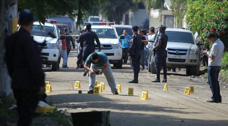 Bajan homicidios en Honduras, reportan 87 menos que en 2015  Hasta el 28 de diciembre se registran 5,049 muertes violentas. El mes más violento fue abril con 483 asesinatos y febrero fue el menos sangriento. - Diario La Prensa