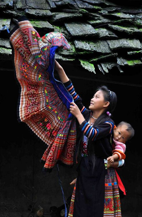 Traditional Homes . Hmong woman and child in Vietnam