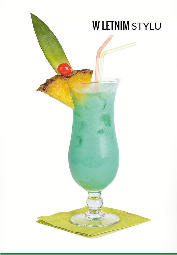 Swimming pool Składniki: LUBUSKI VODKA – 40 ml Blue curacao – 20 ml Śmietanka – 20 ml Likier kokosowy – 20 ml Sok ananasowy – 120 ml Przygotowanie: Składniki przelać do shakera, wstrząsać przez kilkanaście sekund, następnie odcedzić do szklanki z kostkami lodu. Na wierzch można posypać odrobinę kruszonego lodu i udekorować ananasem oraz wisienką.