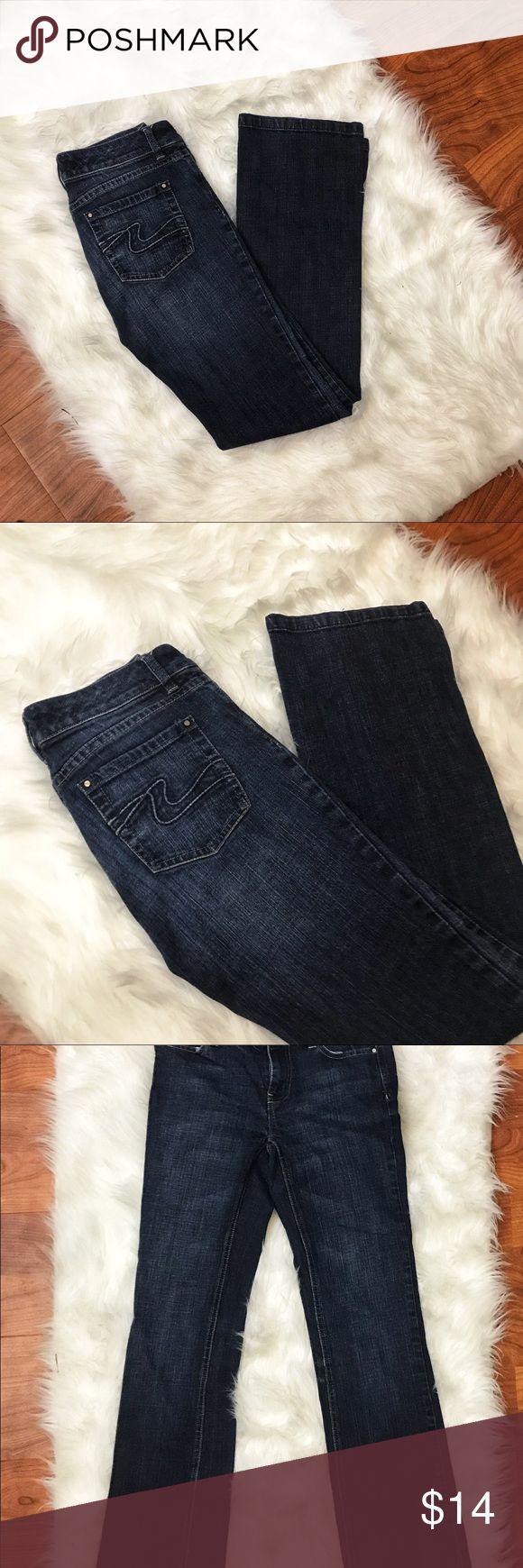 White House Black Market Bootleg Jeans 0 Classic bootleg Jeans from White House Black Market - Size 0 - Darkwash / Pocket Design / EUC  - Waist 14 Rise 7 Inseam 28 White House Black Market Jeans Boot Cut