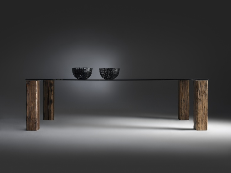 Structural simplicity does not prevent the Isacco #table from emerging forcefully in the interiors in which it is placed. The perfect and slim top, with lamina or glass, plays rival attraction to the imposing, extra-sturdy legs and which, among the other options, can be made of real recycled solid wood beams. #Timeless.