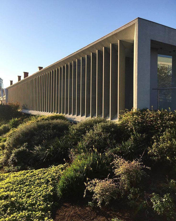 Instituto Ling, por Isay Weinfeld. O centro cultural em Porto Alegre, atuante desde 1995, tem como principal atividade a distribuição de bolsas de estudo para brasileiros. @instituto.ling #institutoling #instagood #isayweinfeld #architecture #arquiteturabrasileira ##arquitetura #architecture #bambooinstagram