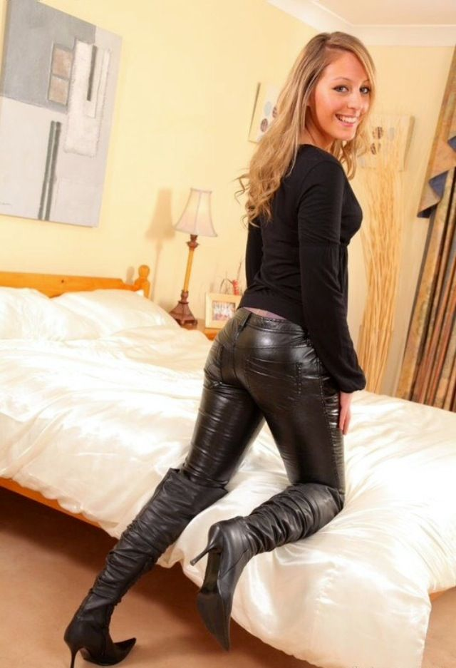 Nude swinger porngirl in leather pants rico pussy tits