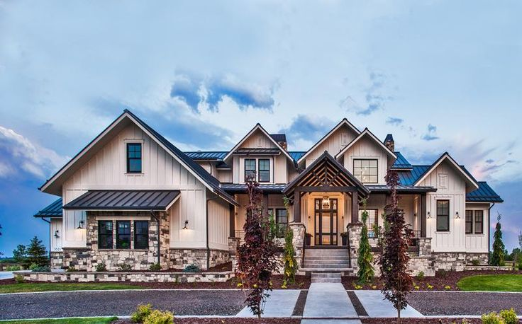 17 best images about craftsman house plans on pinterest for Luxury craftsman house plans