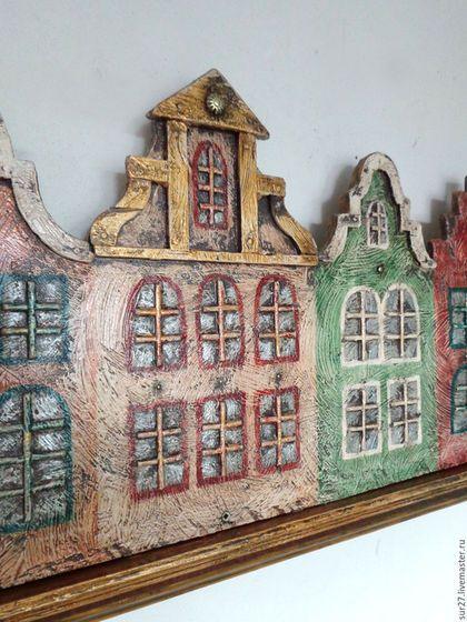 Купить или заказать Зеркало Амстердам в интернет-магазине на Ярмарке Мастеров. Готовое зеркало со светильничками превращено в голландский город: вдоль воды рядком выстроились пряничные фасады, и в зеркально-водной глади отражаются уютные огоньки окон.