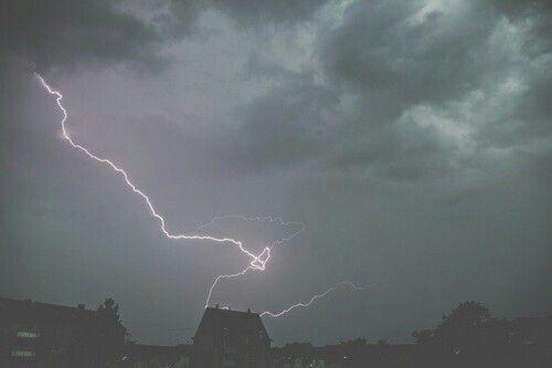 Image via We Heart It https://weheartit.com/entry/134658286/via/8562765 #cute #nature #storm #thunder