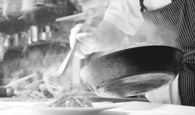 Calamarata con asparagi e pomodori De Cecco ti propone le migliori ricette di pasta direttamente dalle cucine dei più grandi Chef Italiani