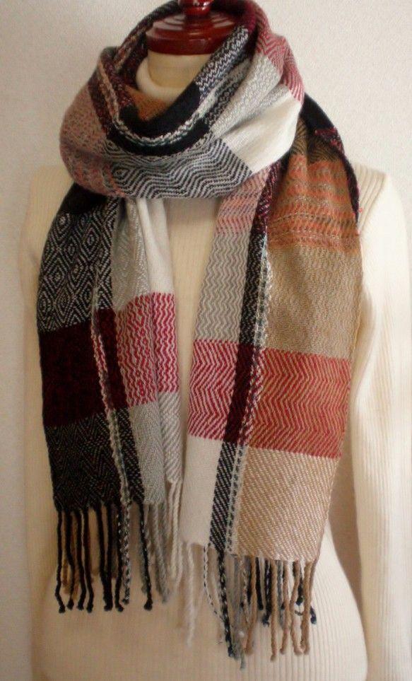 *幅*   38㎝*長さ*  171㎝*房*   10㎝×2*全長*  191㎝素材  ラムウールの紡績糸くすんだ赤系の糸と、段染めの糸を横糸に入...|ハンドメイド、手作り、手仕事品の通販・販売・購入ならCreema。