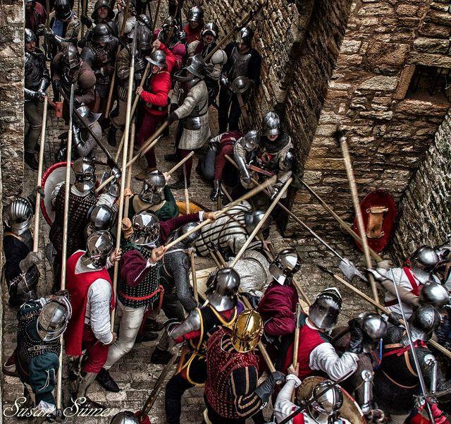La difesa della Porta !! by famaleonis on Flickr.